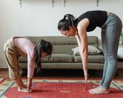Flexibility-mother-and-daughter-touching-their-toes